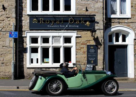 Royal Oak, Country Inn & Dining.