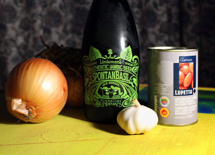 Still life: Mikkeller/Lindemans Spontanbasil with onion, garlic and tomatoes.