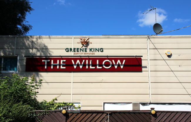 The Willow, a flat-roofed pub in Harlow.